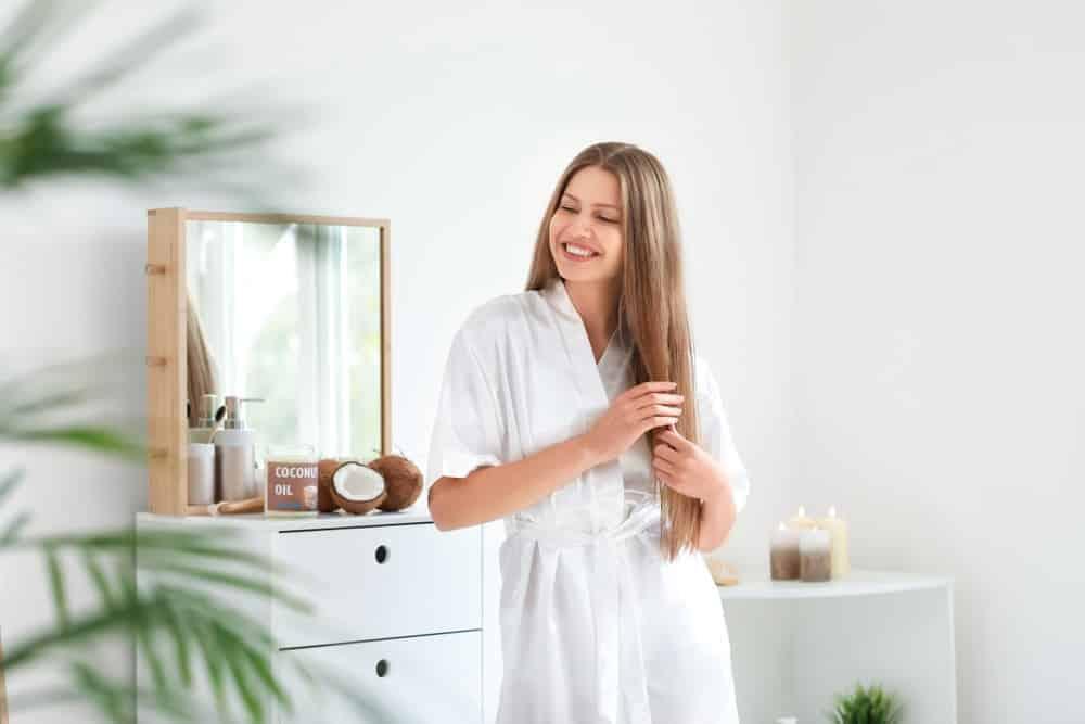 Cómo preparar tu cabello antes de tinturarte con henna