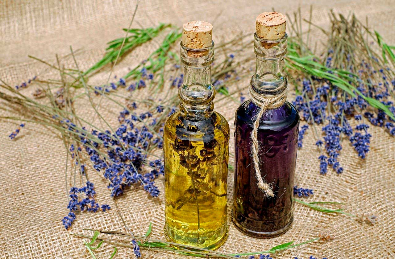 Aceites esenciales para cuidar tu cabello tinturado con henna
